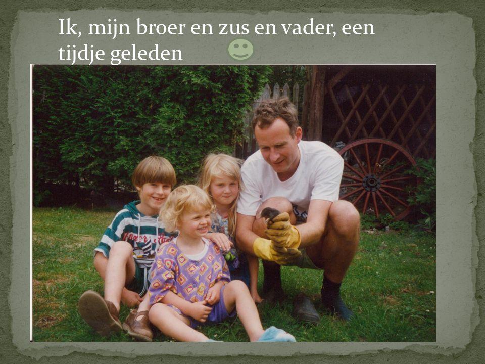 Ik, mijn broer en zus en vader, een tijdje geleden