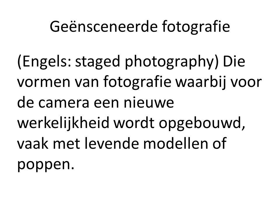 Geënsceneerde fotografie (Engels: staged photography) Die vormen van fotografie waarbij voor de camera een nieuwe werkelijkheid wordt opgebouwd, vaak