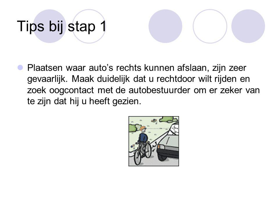 Tips bij stap 1 Plaatsen waar auto's rechts kunnen afslaan, zijn zeer gevaarlijk.