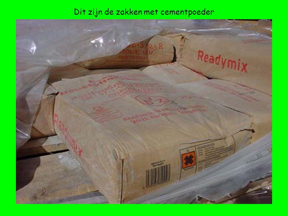 Dit zijn de zakken met cementpoeder