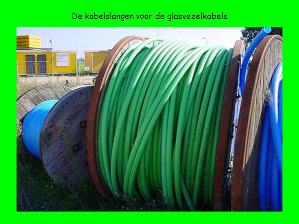 De kabelslangen voor de glasvezelkabels