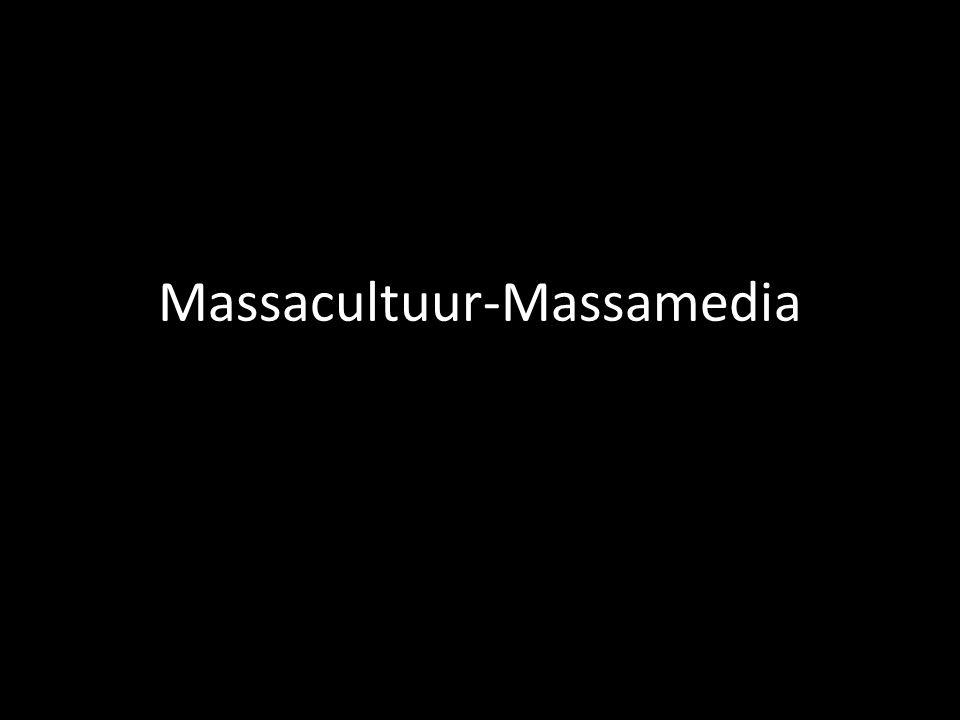 28 maximumscore 2 twee van de volgende: − Door het format van een nieuwsuitzending, afgewisseld met muzikale intermezzo's en een live verslag ter plaatse, omdat dit overeenkomt met het format van een echte nieuwsuitzending of een echt actualiteitenprogramma.