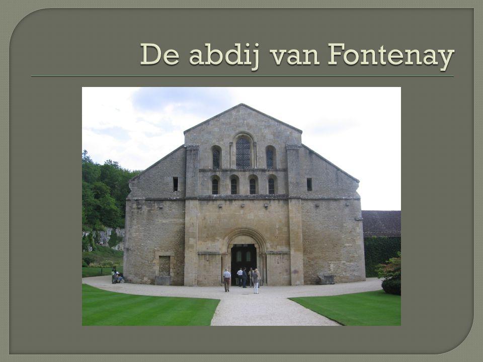 De bakkerij en de smederij zitten apart van de kloostergebouwen, vanwege het brandgevaar.