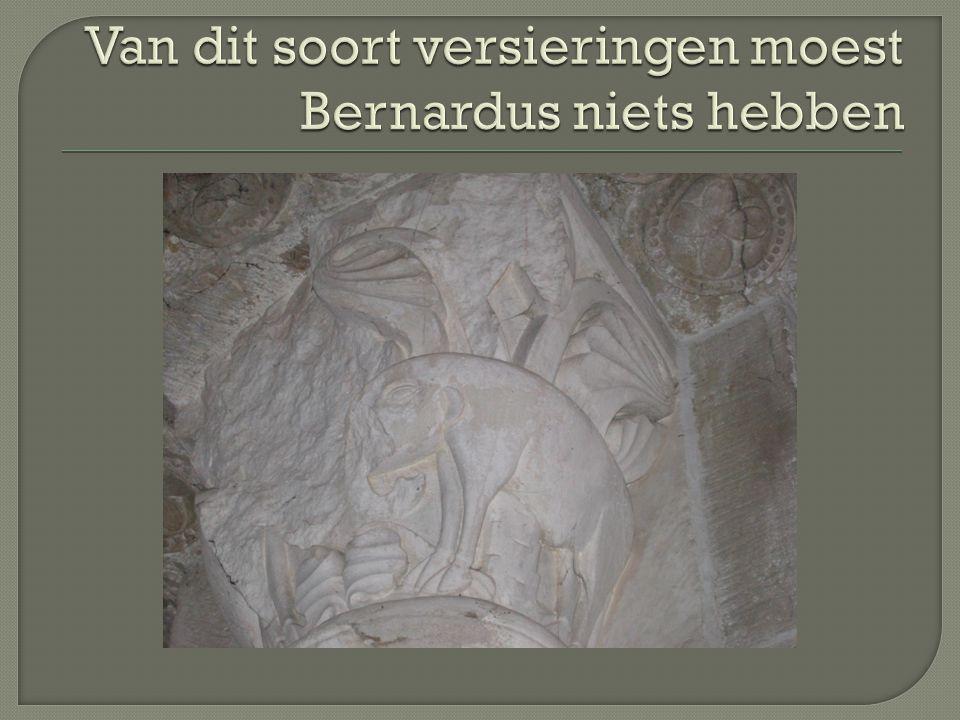  In 1118 gesticht, in 1130 overgeplaatst naar een terrein met waterbronnen  De bodem moest nog geheel ontgonnen worden: overal groeiden doornige bramen  Eerst doen de monniken zelf al het werk  Later verwerven zij steeds meer grondbezit waarop pachters het werk doen