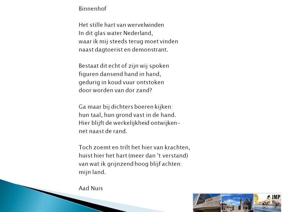 Binnenhof Het stille hart van wervelwinden In dit glas water Nederland, waar ik mij steeds terug moet vinden naast dagtoerist en demonstrant.