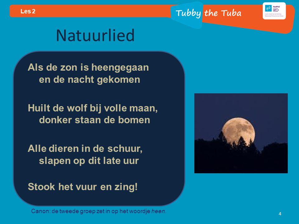 Natuurlied Als de zon is heengegaan en de nacht gekomen Huilt de wolf bij volle maan, donker staan de bomen Alle dieren in de schuur, slapen op dit late uur Stook het vuur en zing.