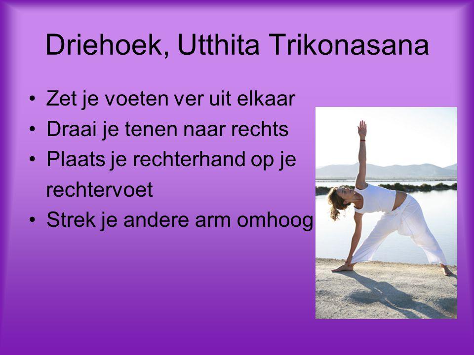 Driehoek, Utthita Trikonasana Zet je voeten ver uit elkaar Draai je tenen naar rechts Plaats je rechterhand op je rechtervoet Strek je andere arm omho