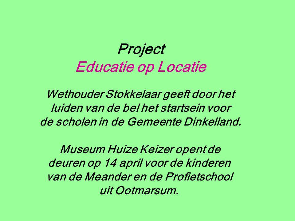 Project Educatie op Locatie Wethouder Stokkelaar geeft door het luiden van de bel het startsein voor de scholen in de Gemeente Dinkelland.