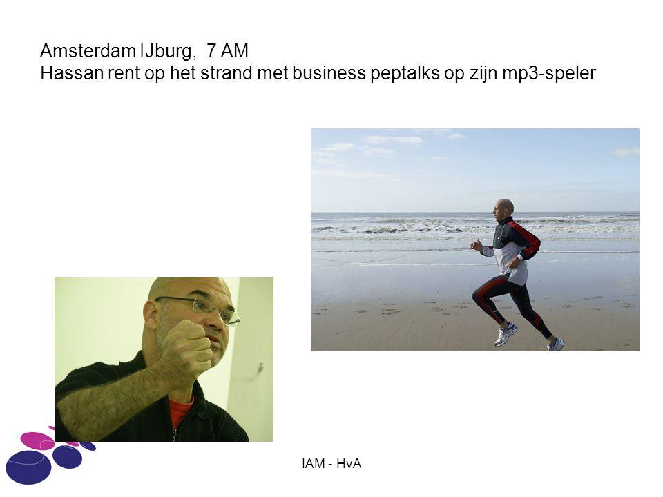 IAM - HvA Amsterdam IJburg, 7 AM Hassan rent op het strand met business peptalks op zijn mp3-speler