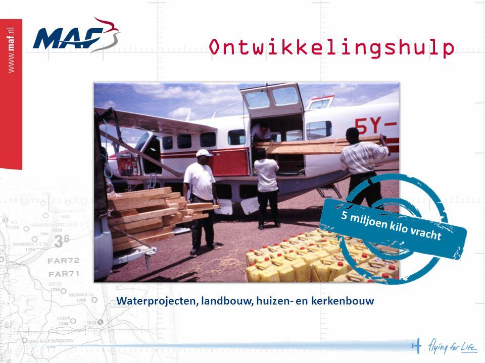 Ontwikkelingshulp 5 miljoen kilo vracht Waterprojecten, landbouw, huizen- en kerkenbouw
