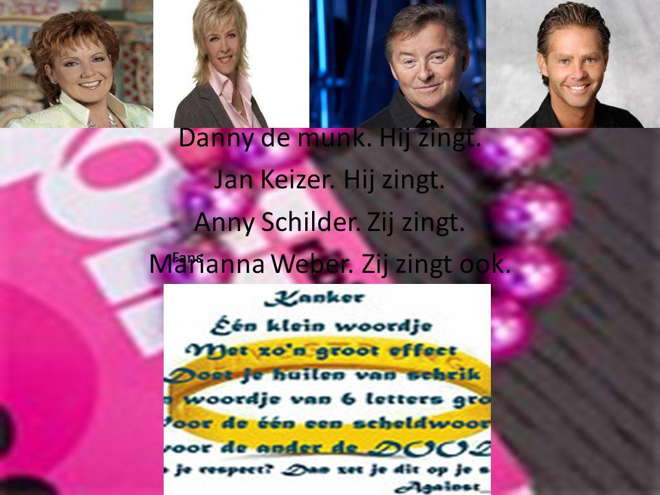 Danny de munk. Hij zingt. Jan Keizer. Hij zingt. Anny Schilder. Zij zingt. Marianna Weber. Zij zingt ook. Fans