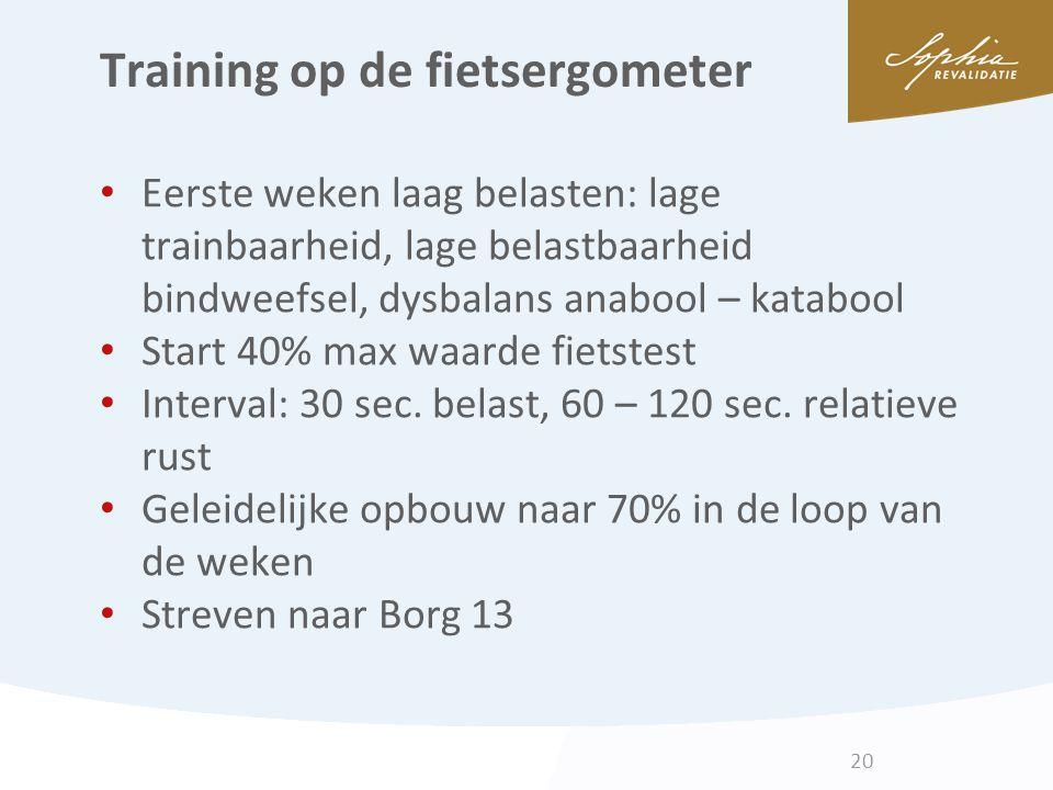 Training op de fietsergometer Eerste weken laag belasten: lage trainbaarheid, lage belastbaarheid bindweefsel, dysbalans anabool – katabool Start 40%