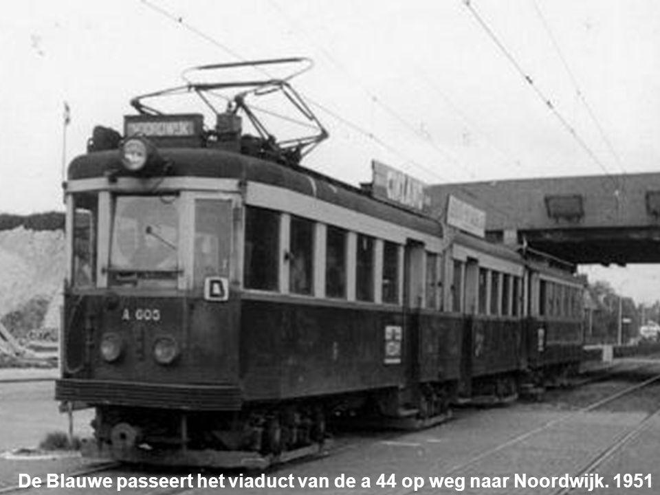De Blauwe passeert het viaduct van de a 44 op weg naar Noordwijk. 1951
