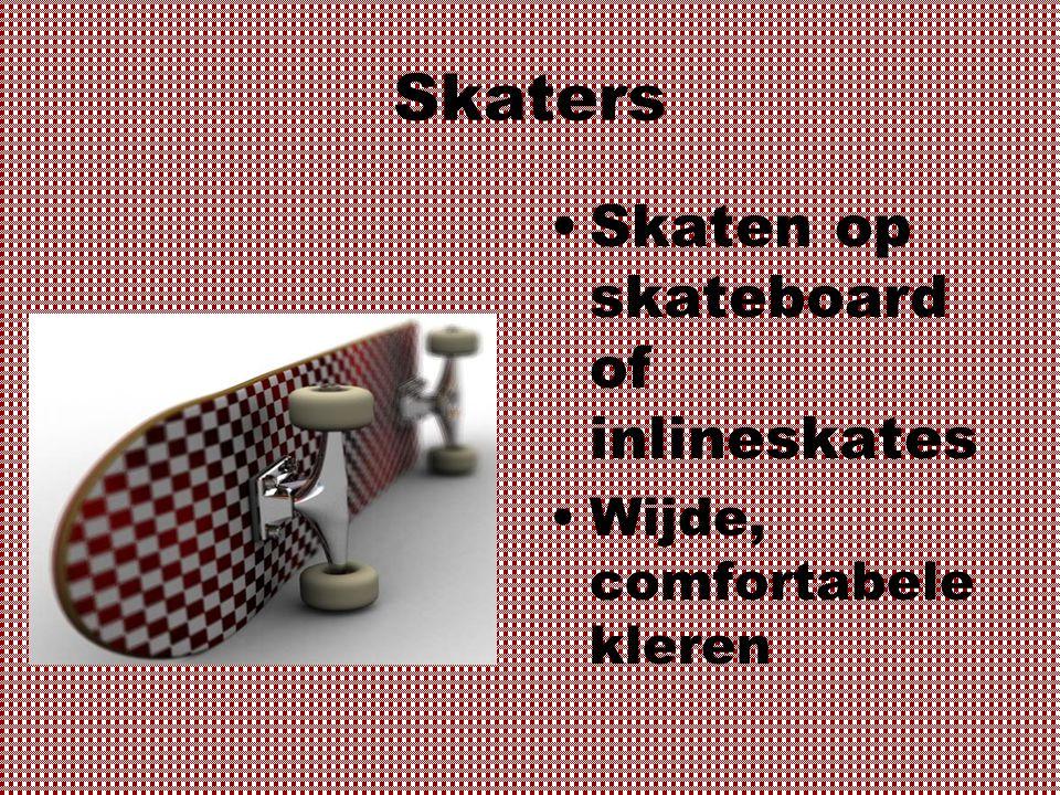 Skaters Skaten op skateboard of inlineskates Wijde, comfortabele kleren