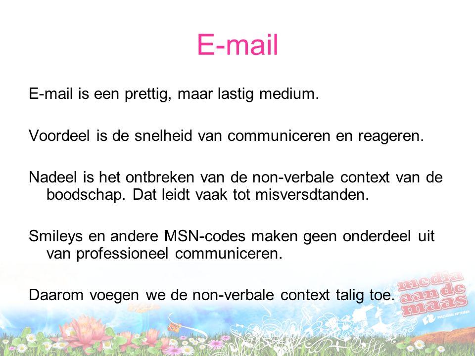 E-mail E-mail is een prettig, maar lastig medium. Voordeel is de snelheid van communiceren en reageren. Nadeel is het ontbreken van de non-verbale con