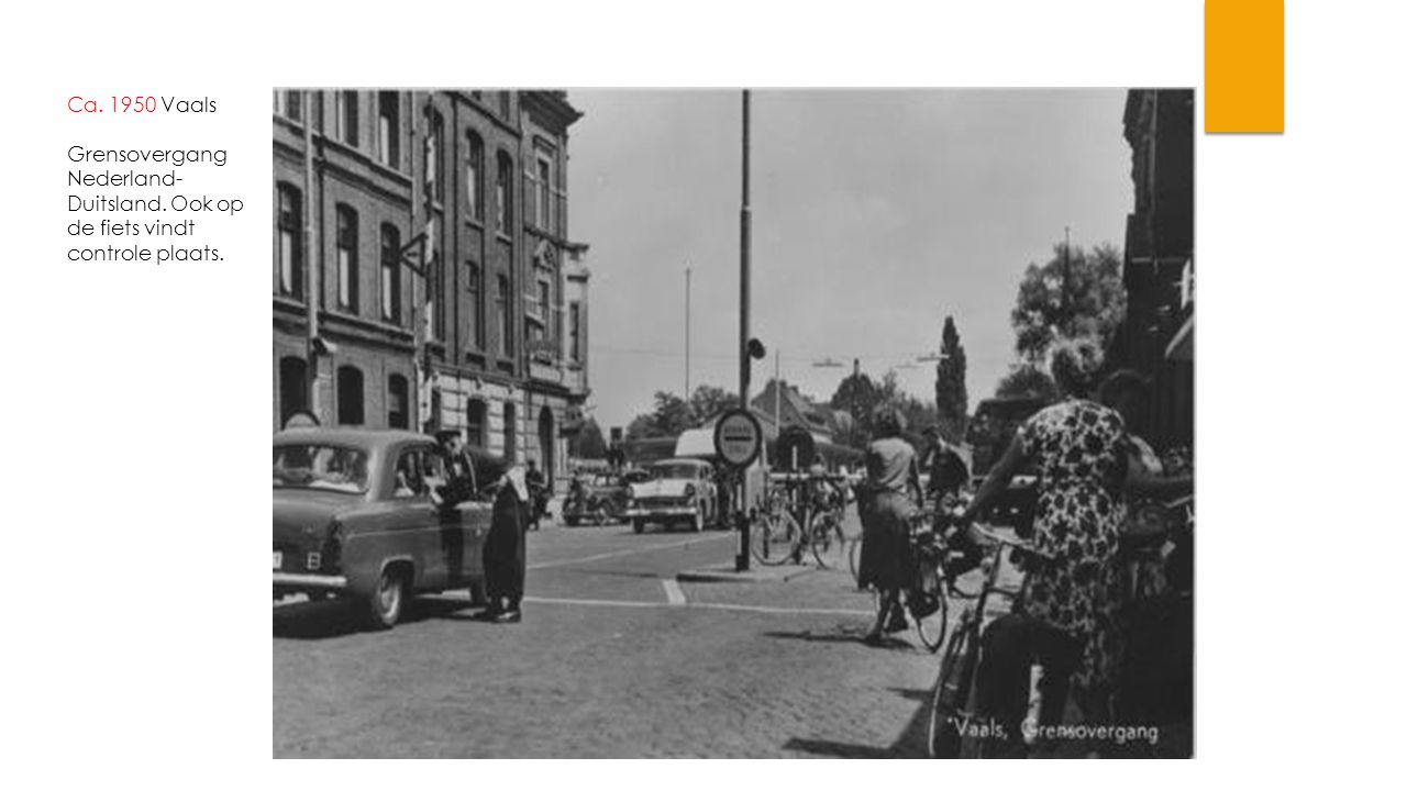 Ca. 1950 Vaals Grensovergang Nederland- Duitsland. Ook op de fiets vindt controle plaats.