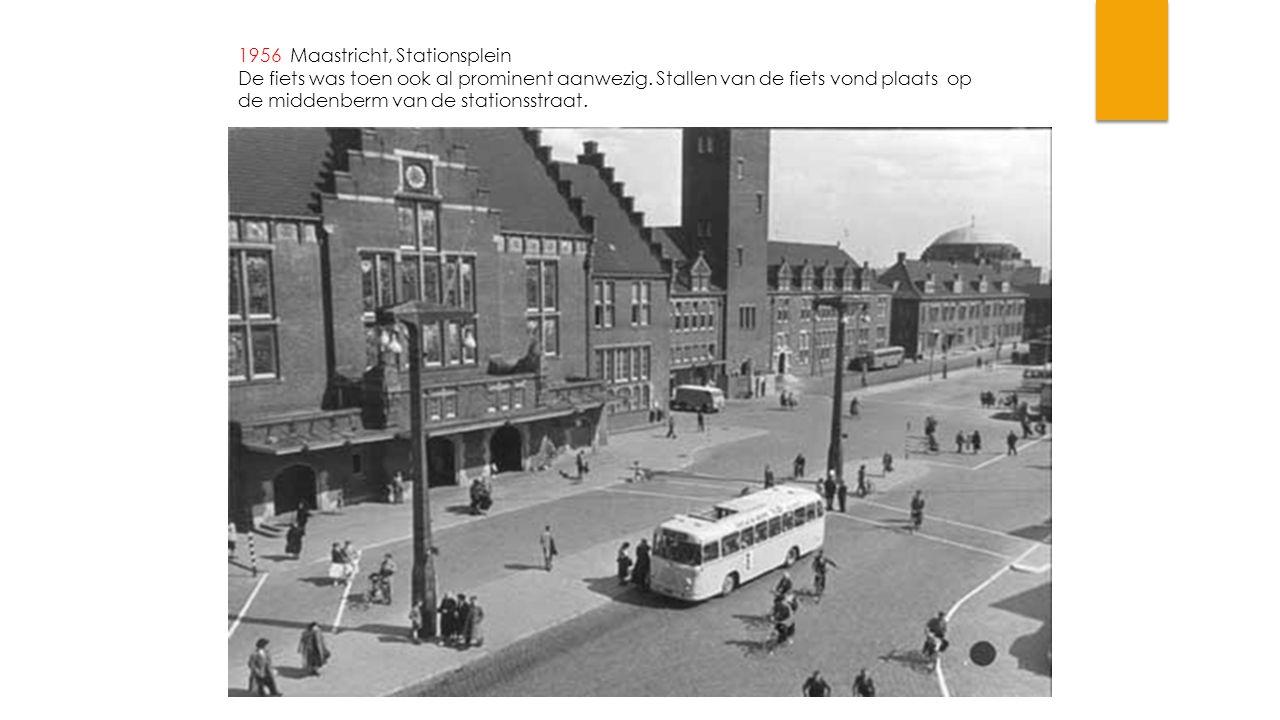 1956 Maastricht, Stationsplein De fiets was toen ook al prominent aanwezig. Stallen van de fiets vond plaats op de middenberm van de stationsstraat.