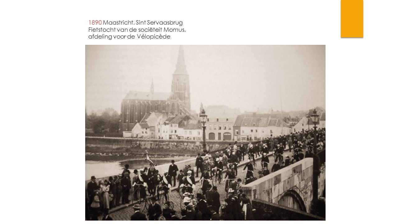 1890 Maastricht, Sint Servaasbrug Fietstocht van de sociëteit Momus, afdeling voor de Vélopicède