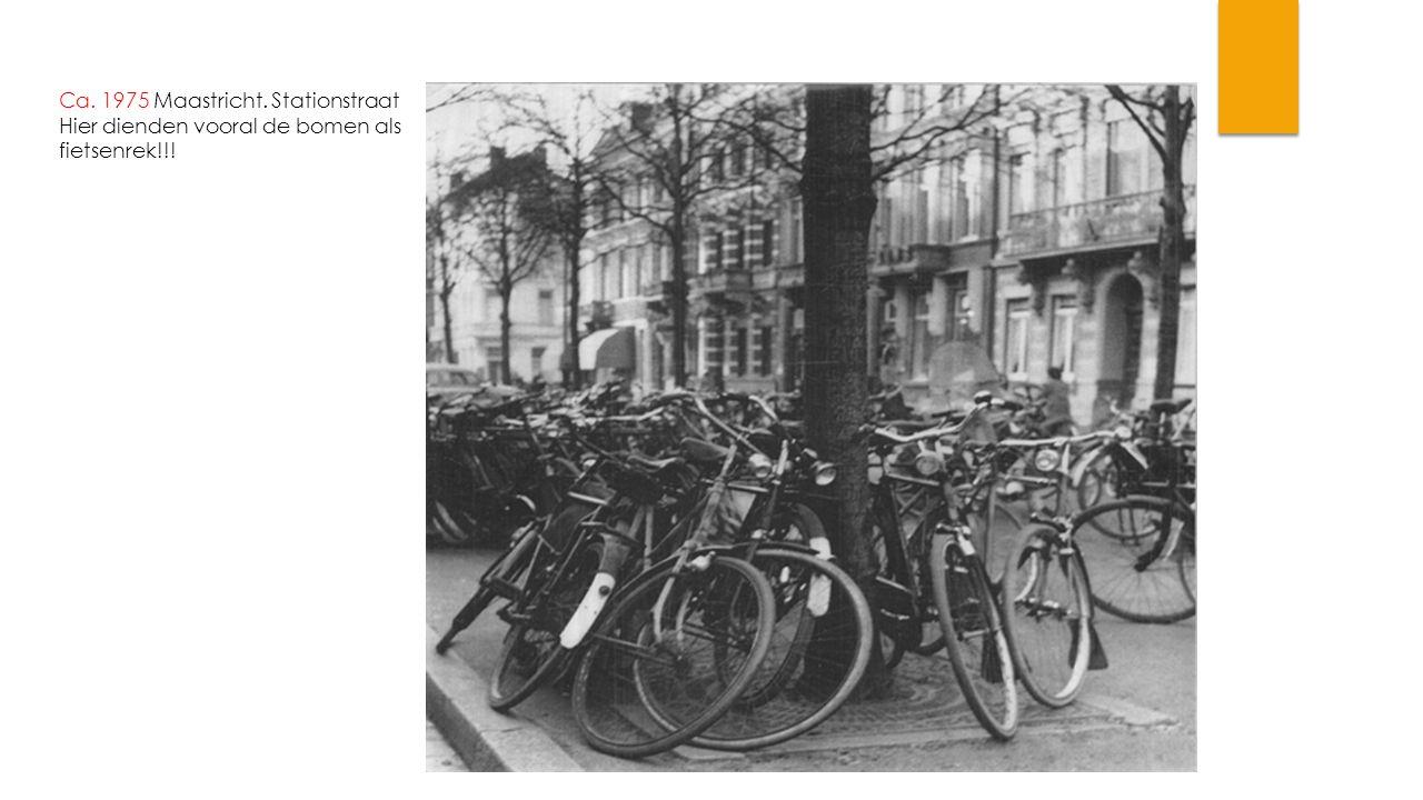 Ca. 1975 Maastricht. Stationstraat Hier dienden vooral de bomen als fietsenrek!!!