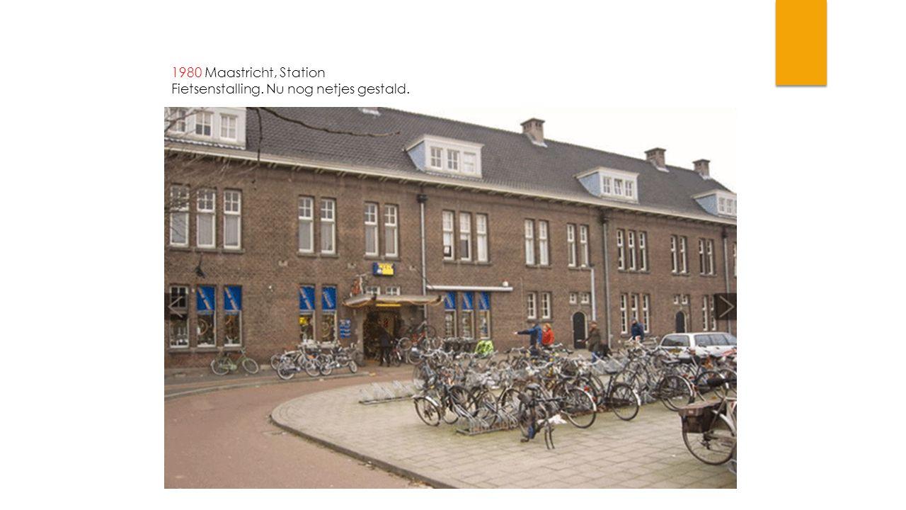 1980 Maastricht, Station Fietsenstalling. Nu nog netjes gestald.
