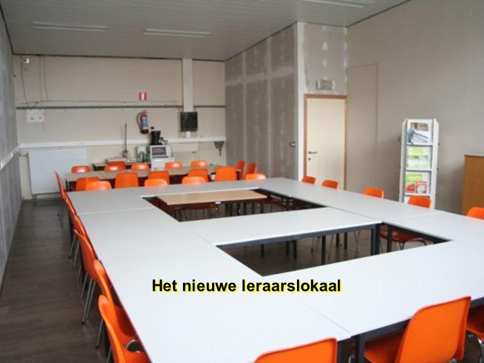 Alle kleuterklassen geven uit op een ruime speelzaal Alle kleuterklassen geven uit op een ruime speelzaal