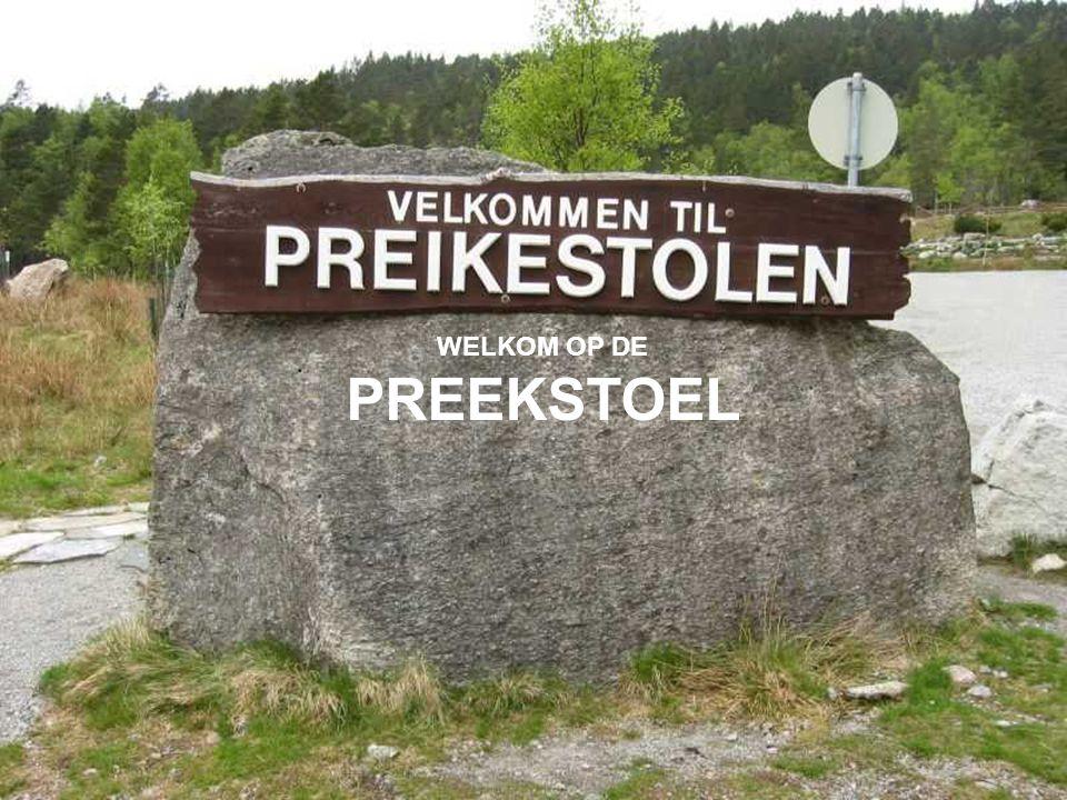 In de gemeente FORSAND, niet ver van STAVANGER in de Noorse provincie Rogaland, bevindt zich een enorme KLIF die 600 m boven de fjord Lysefjorden uittorent...