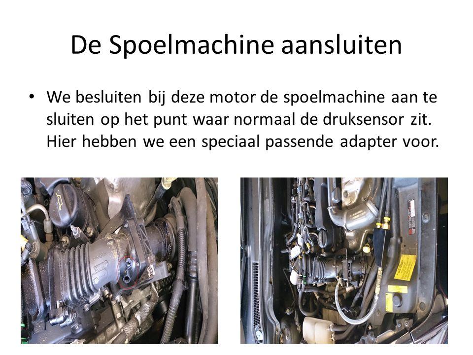 De Spoelmachine aansluiten We besluiten bij deze motor de spoelmachine aan te sluiten op het punt waar normaal de druksensor zit. Hier hebben we een s