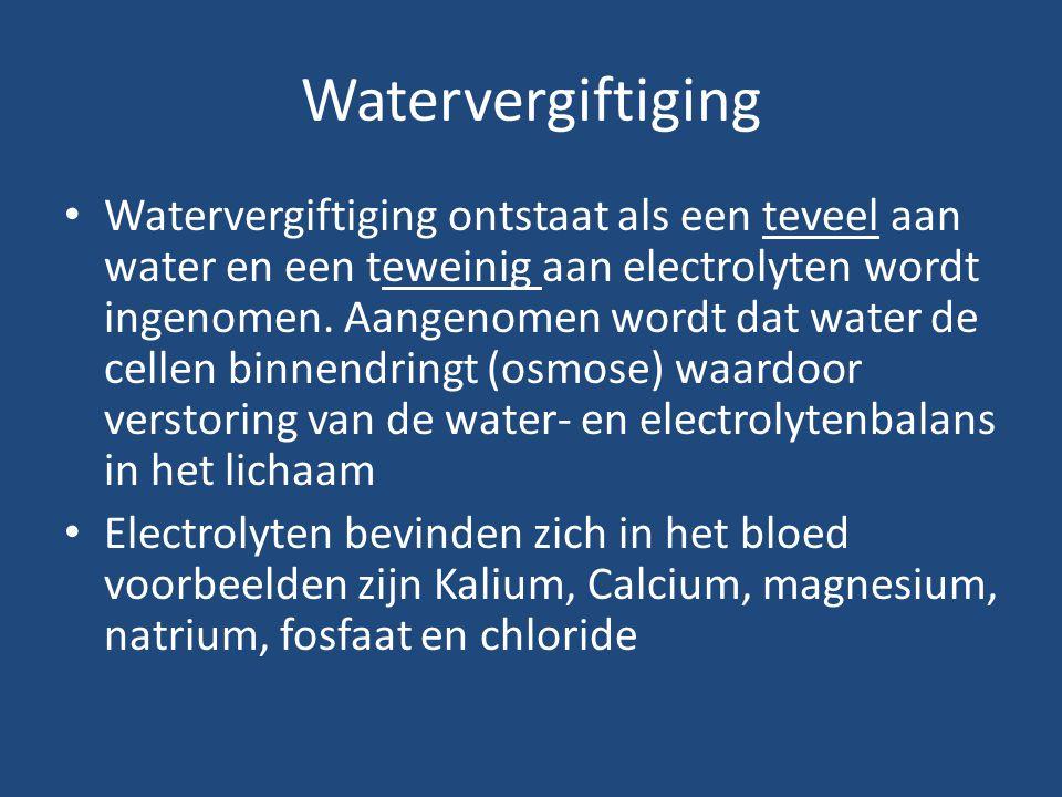 Watervergiftiging Watervergiftiging ontstaat als een teveel aan water en een teweinig aan electrolyten wordt ingenomen. Aangenomen wordt dat water de
