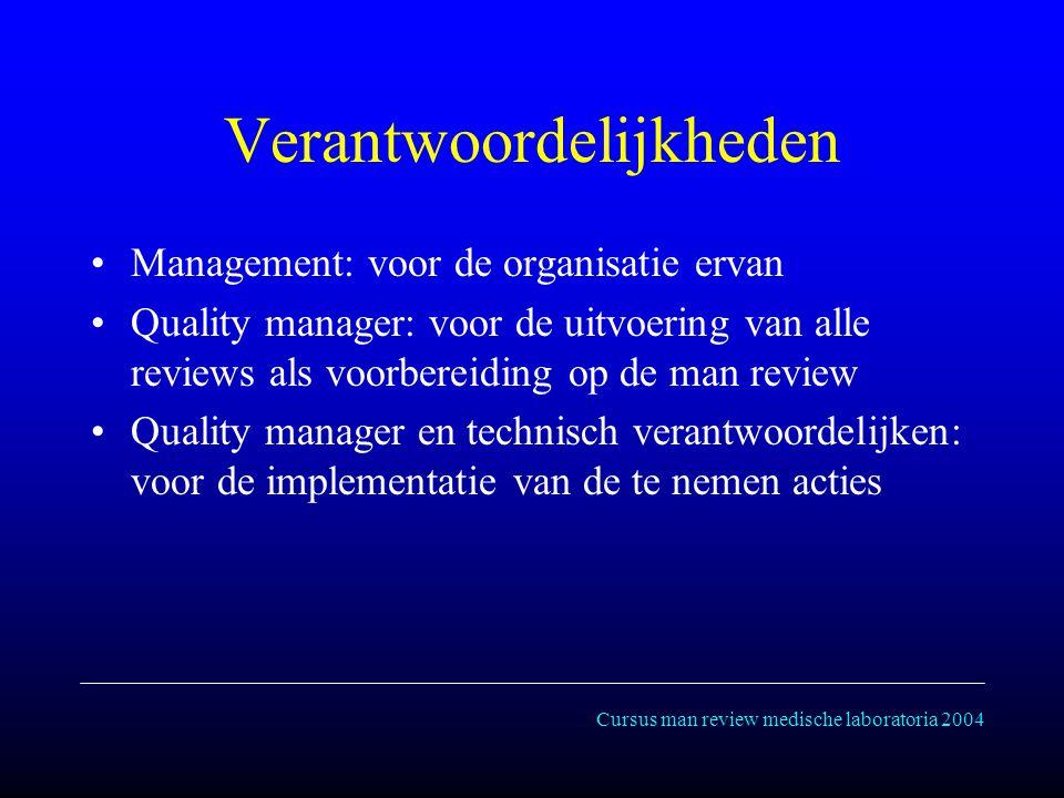 Cursus man review medische laboratoria 2004 Verantwoordelijkheden Management: voor de organisatie ervan Quality manager: voor de uitvoering van alle reviews als voorbereiding op de man review Quality manager en technisch verantwoordelijken: voor de implementatie van de te nemen acties