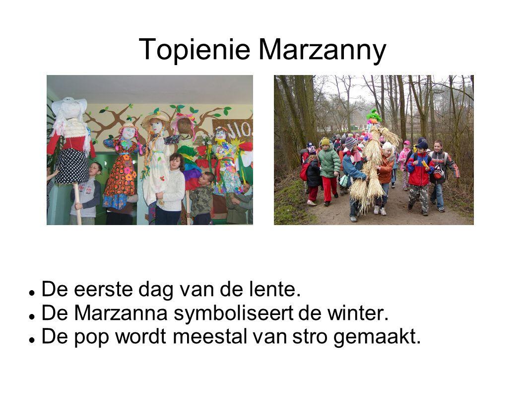 Topienie Marzanny De eerste dag van de lente. De Marzanna symboliseert de winter. De pop wordt meestal van stro gemaakt.