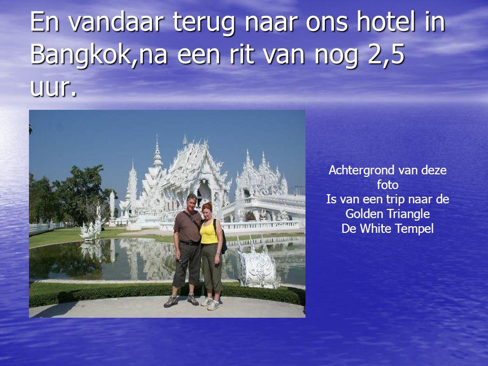En vandaar terug naar ons hotel in Bangkok,na een rit van nog 2,5 uur. Achtergrond van deze foto Is van een trip naar de Golden Triangle De White Temp