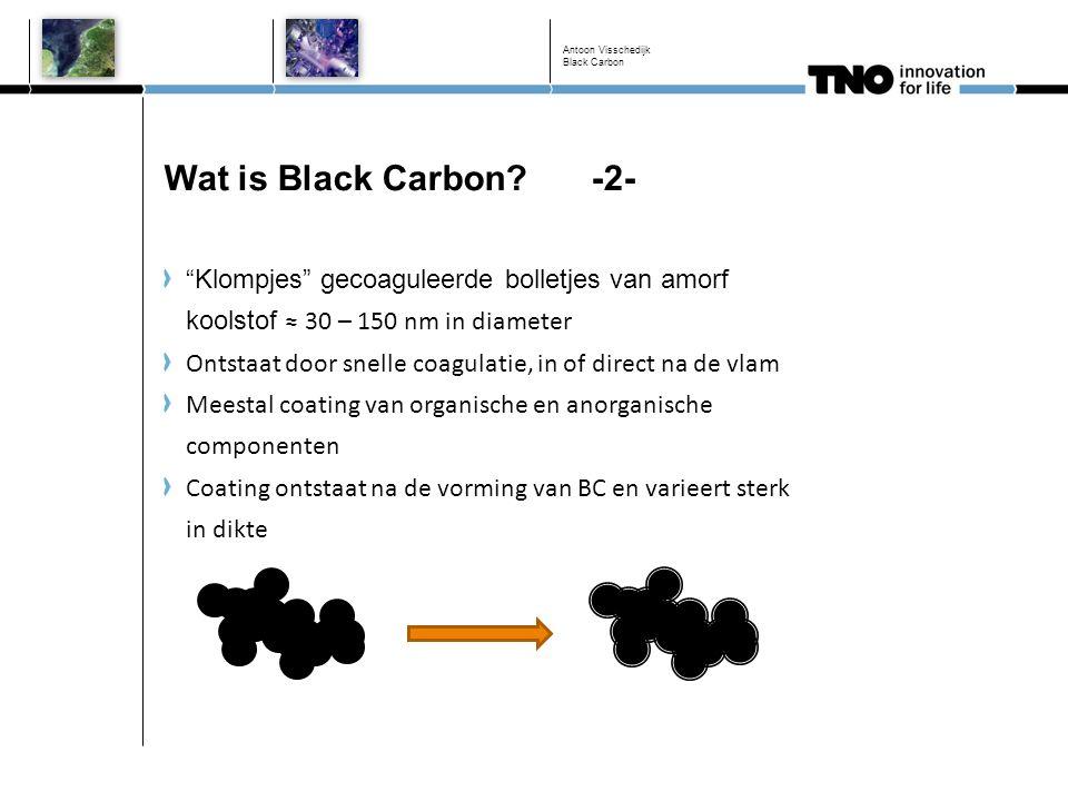 """Wat is Black Carbon? -2- """"Klompjes"""" gecoaguleerde bolletjes van amorf koolstof ≈ 30 – 150 nm in diameter Ontstaat door snelle coagulatie, in of direct"""