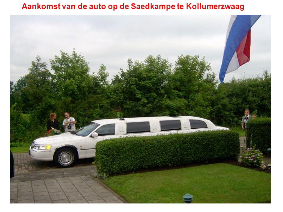 Aankomst van de auto op de Saedkampe te Kollumerzwaag