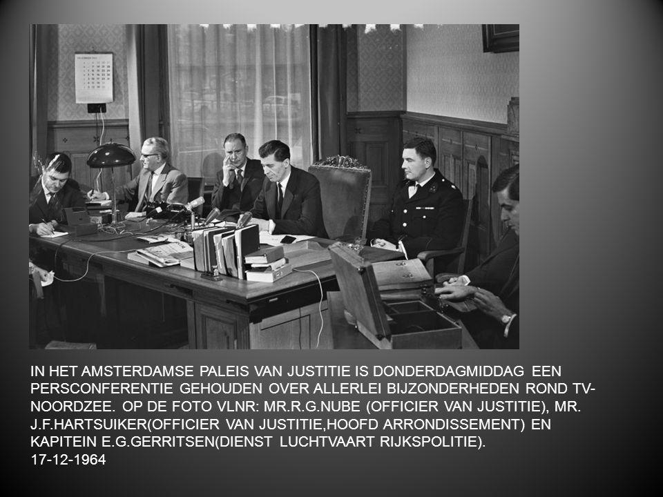IN HET AMSTERDAMSE PALEIS VAN JUSTITIE IS DONDERDAGMIDDAG EEN PERSCONFERENTIE GEHOUDEN OVER ALLERLEI BIJZONDERHEDEN ROND TV- NOORDZEE. OP DE FOTO VLNR