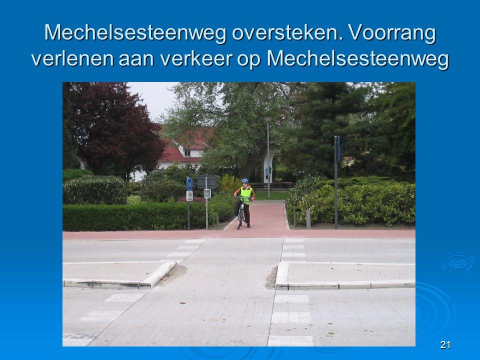 21 Mechelsesteenweg oversteken. Voorrang verlenen aan verkeer op Mechelsesteenweg
