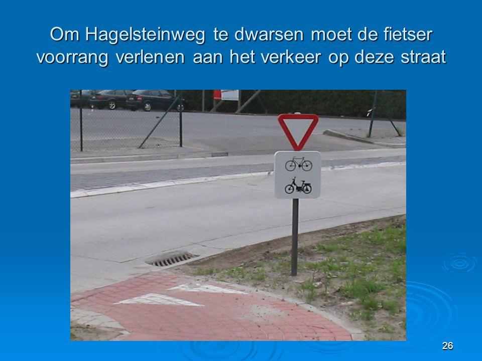 26 Om Hagelsteinweg te dwarsen moet de fietser voorrang verlenen aan het verkeer op deze straat