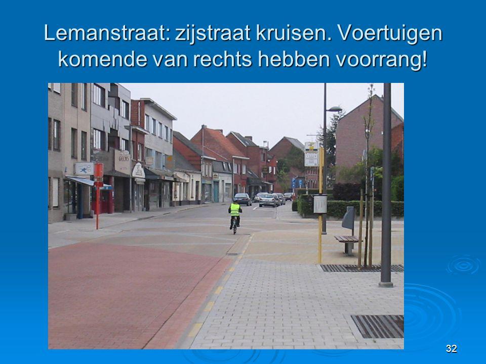 32 Lemanstraat: zijstraat kruisen. Voertuigen komende van rechts hebben voorrang!