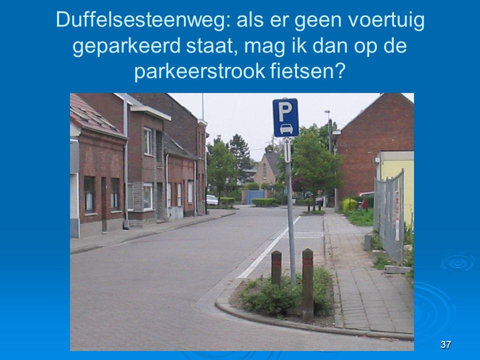 37 Duffelsesteenweg: als er geen voertuig geparkeerd staat, mag ik dan op de parkeerstrook fietsen?