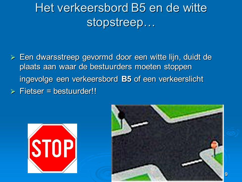 9  Een dwarsstreep gevormd door een witte lijn, duidt de plaats aan waar de bestuurders moeten stoppen ingevolge een verkeersbord B5 of een verkeersl