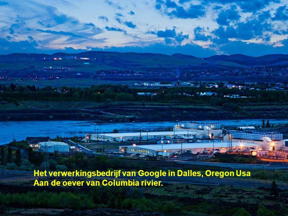 Het verwerkingsbedrijf van Google in Dalles, Oregon Usa Aan de oever van Columbia rivier.