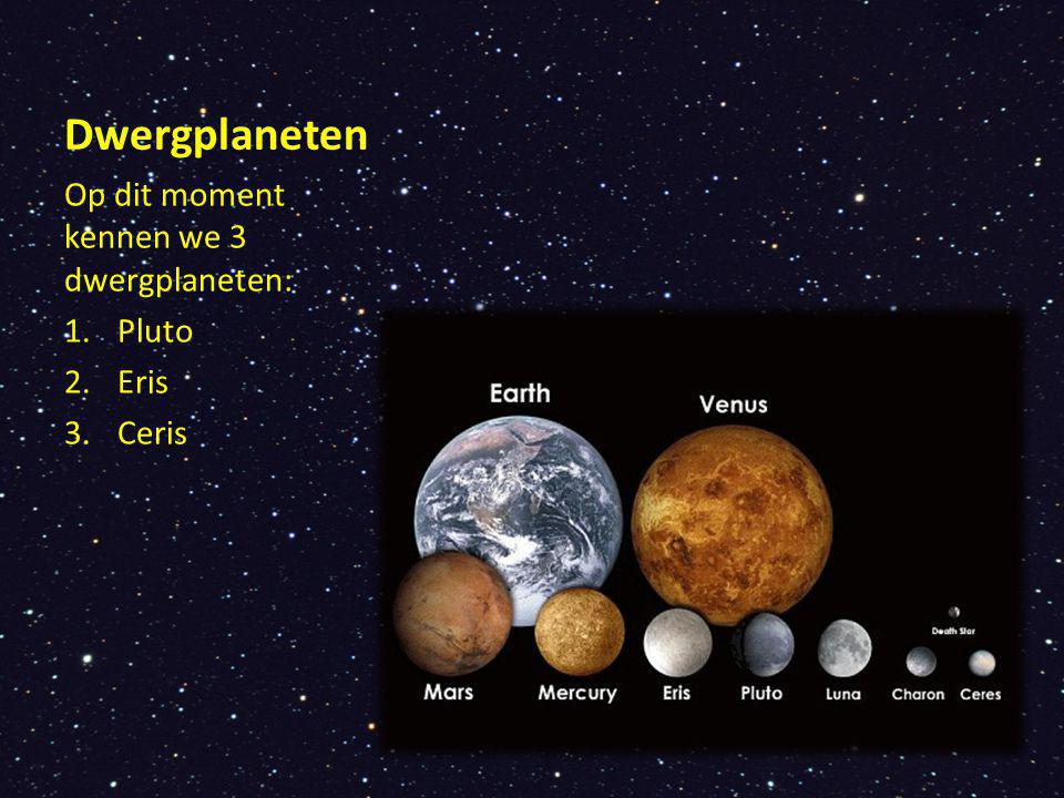 Pluto staat aan de rand van ons zonnestelsel Beweegt zich buiten het vlak waar de andere planeten om de zon draaien