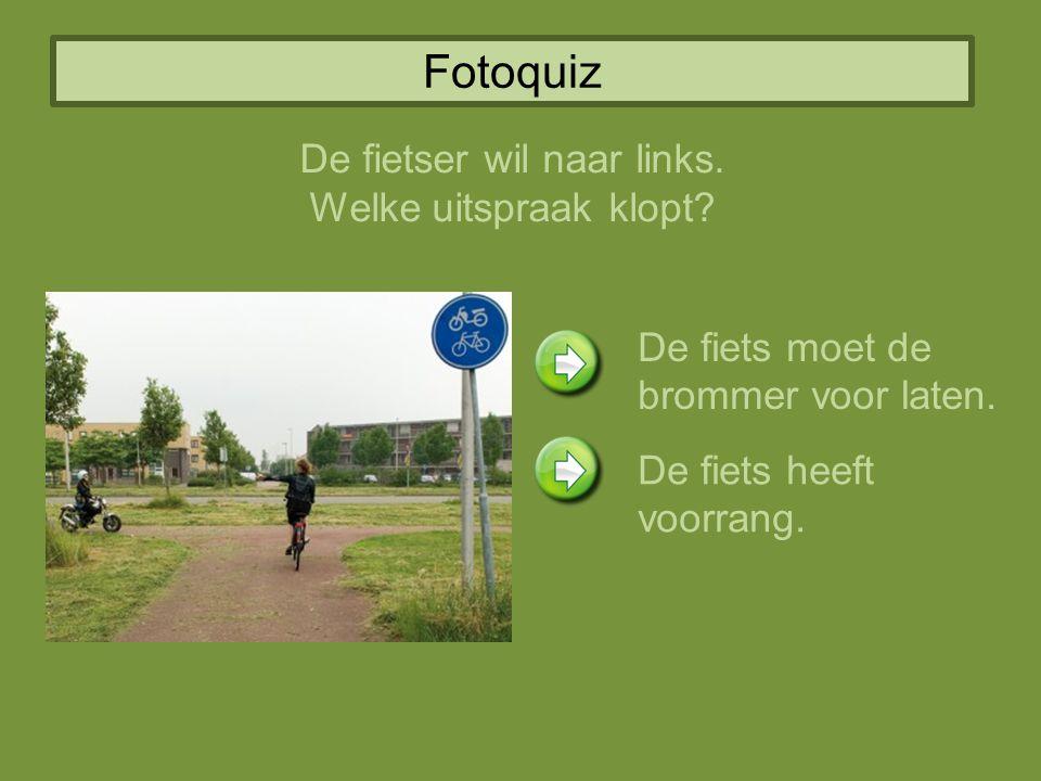 Fotoquiz De fietser wil naar links. Welke uitspraak klopt? De fiets moet de brommer voor laten. De fiets heeft voorrang.