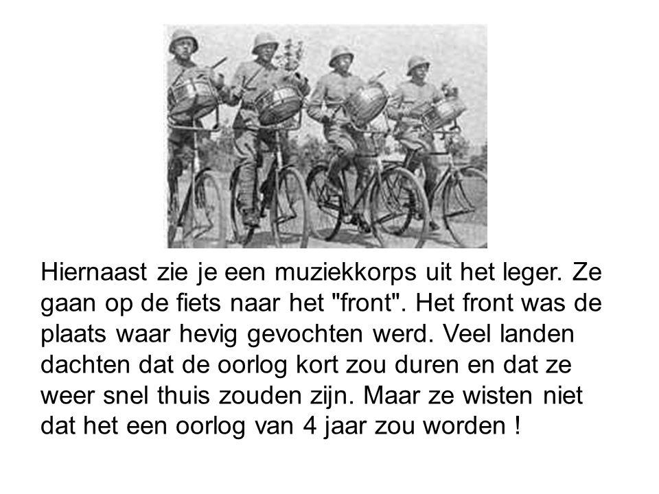 Hiernaast zie je een muziekkorps uit het leger. Ze gaan op de fiets naar het