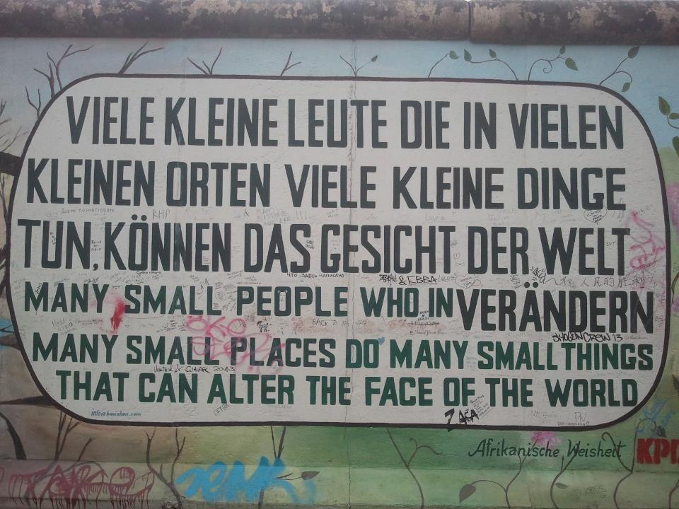 Betekenis van de volgende foto : Veel kleine mensen, die in veel kleine plaatsen veel kleine dingen doen, kunnen het gezicht van de wereld veranderen'