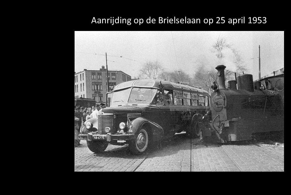 Beijerlandselaan, Putselaan en de Hilledijk. Het halfronde gebouw is de locomotieven loods van de NS