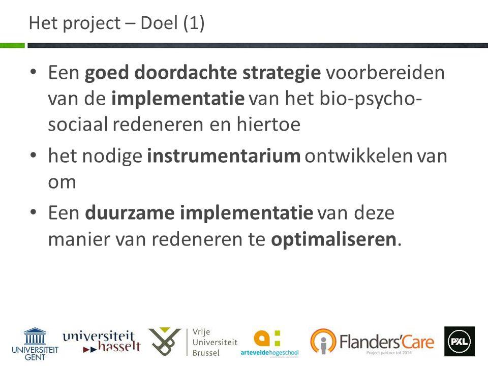 Het project – Doel (1) Een goed doordachte strategie voorbereiden van de implementatie van het bio-psycho- sociaal redeneren en hiertoe het nodige ins