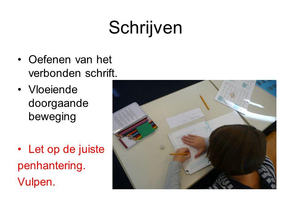 Schrijven Oefenen van het verbonden schrift. Vloeiende doorgaande beweging Let op de juiste penhantering. Vulpen.