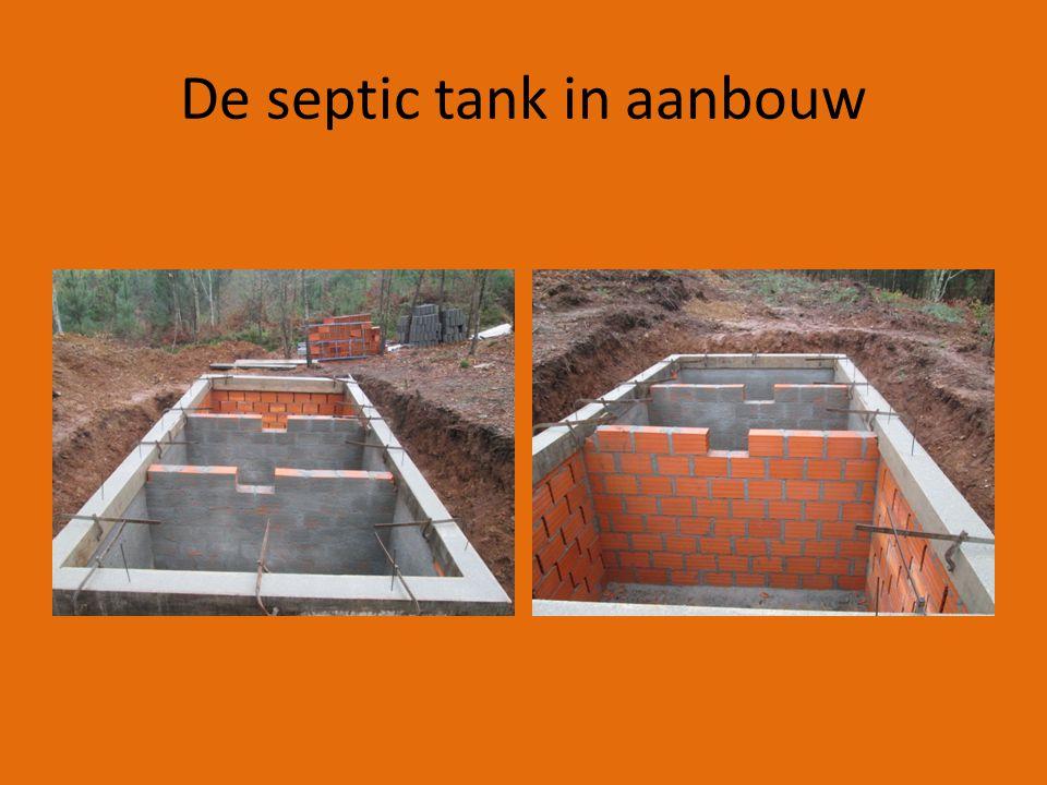 De septic tank in aanbouw