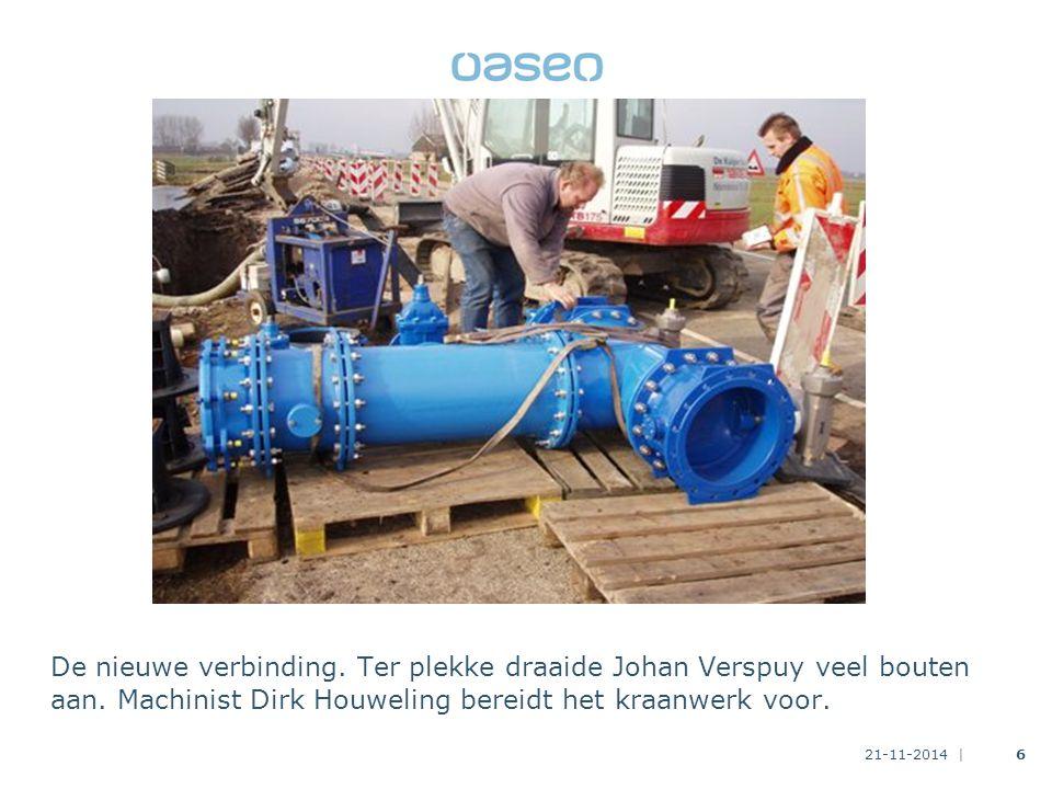 21-11-2014 |6 De nieuwe verbinding.Ter plekke draaide Johan Verspuy veel bouten aan.