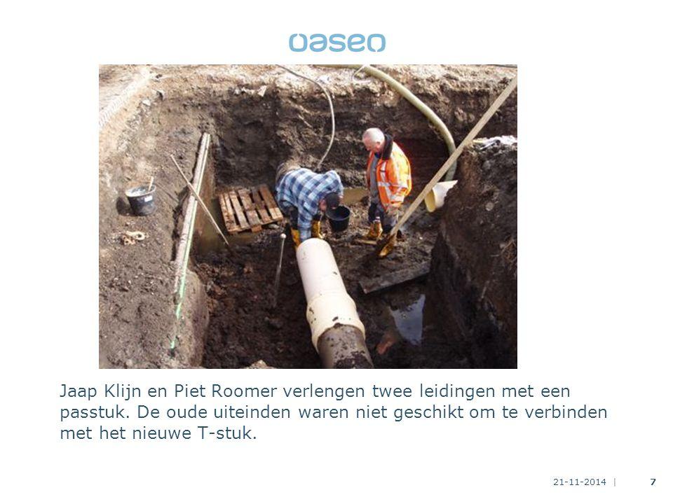 21-11-2014 |7 Jaap Klijn en Piet Roomer verlengen twee leidingen met een passtuk.